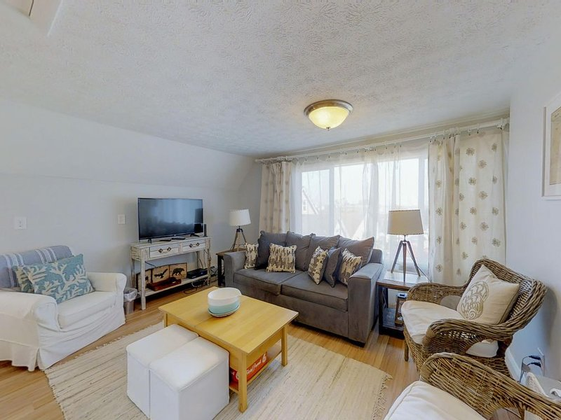 Charming, spacious home in town - walking distance to the beach!, alquiler vacacional en Old Orchard Beach