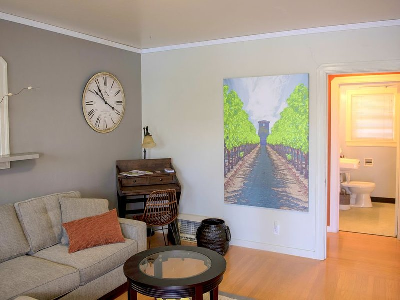 R cottage #2 -Walk to  Downtown Napa & River Walk, holiday rental in American Canyon