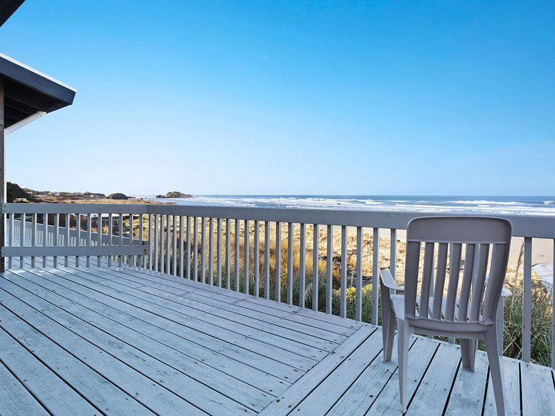 Dog-friendly, oceanfront condo w/ beach access, cozy fireplace, and large deck, holiday rental in Langlois