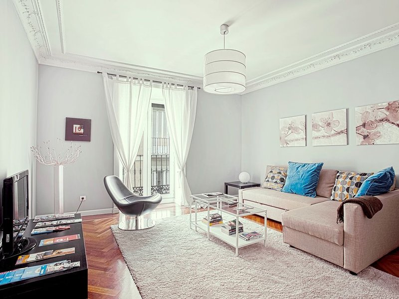 Design apartment in the center of Madrid. 2Bedrooms. Teatro Real III, vacation rental in Madrid
