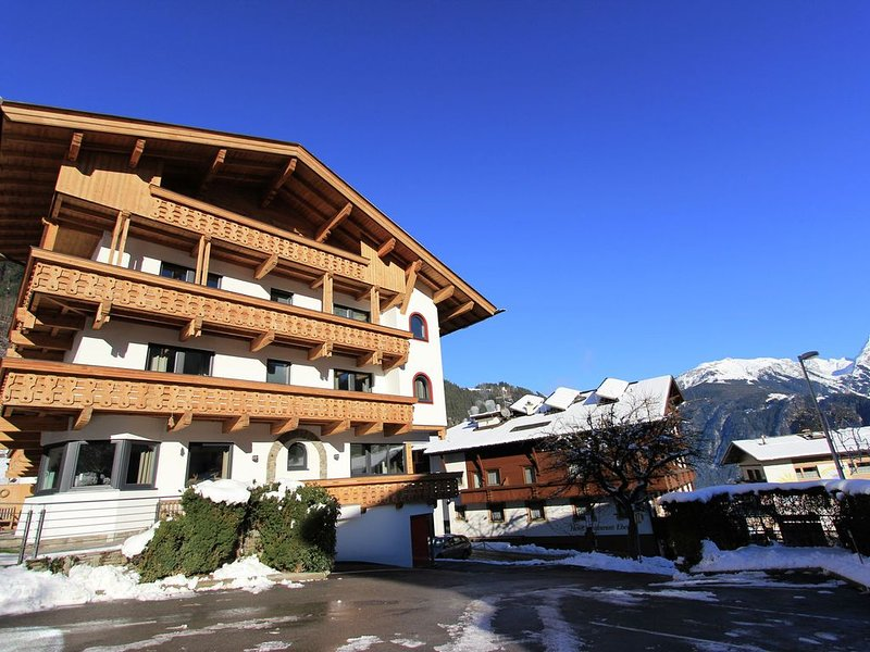 Luxurious home with sauna nearby the ski lift and not far from Mayrhofen, holiday rental in Finkenberg