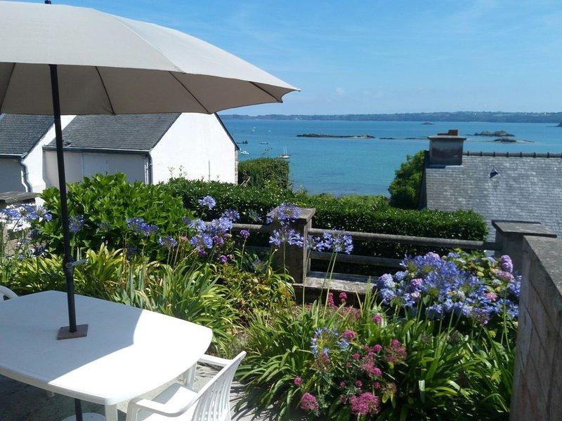 La Maison de Tante Jeanne face à la mer sur la baie de Paimpol Bretagne France, holiday rental in Paimpol