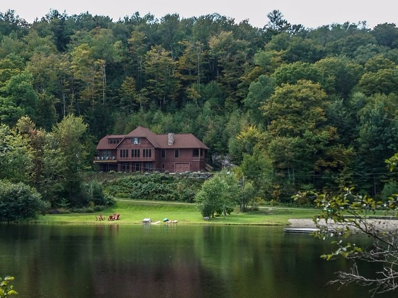 Spectacular 4 Season Home On Spruce Lake Near Mt. Snow, holiday rental in Wilmington