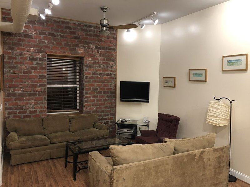 Fully furnished downtown condo, alquiler vacacional en Greensboro