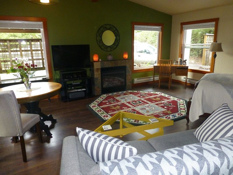 Perfect FAMILY getaway!  SPRING BREAK openings and price reduction!, vacation rental in Manzanita