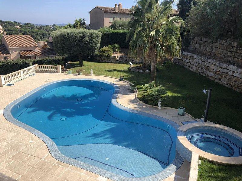 Luxueuse villa proche plage exposée sud, vue mer, Piscine Chauffée, Jacuzzi, holiday rental in Sainte-Maxime