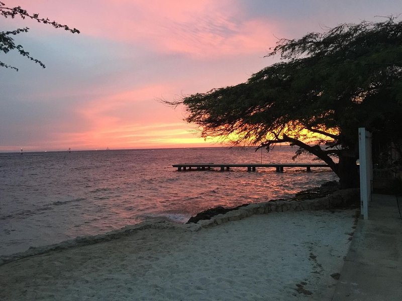 Beachfront Two-Villa Estate, holiday rental in Pos Chiquito