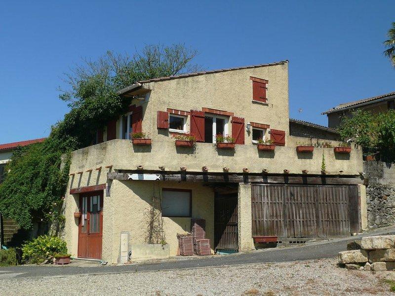 Studio mezzanine 3 pers., dans la campagne cathare, avec vue sur les Pyrénées, location de vacances à La Courtete