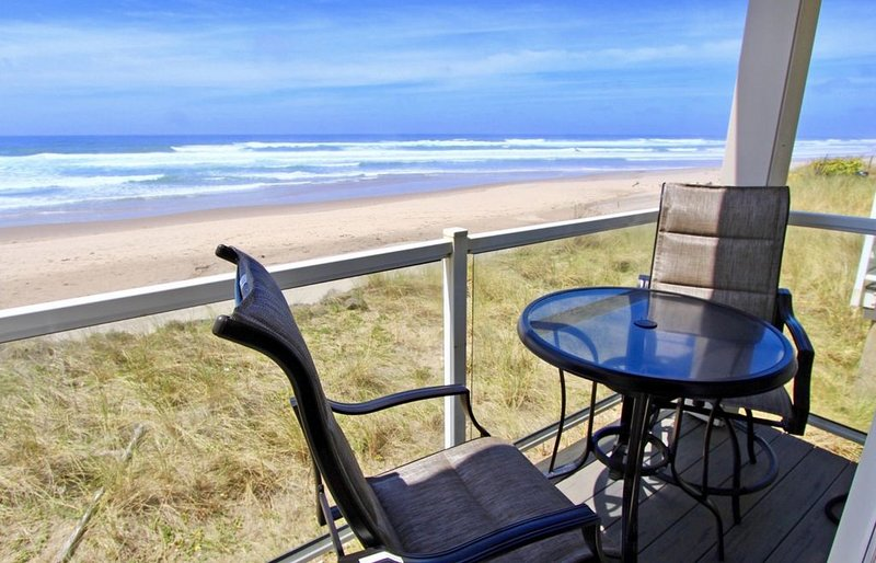 Beachfront Condo with panoramic views of beach