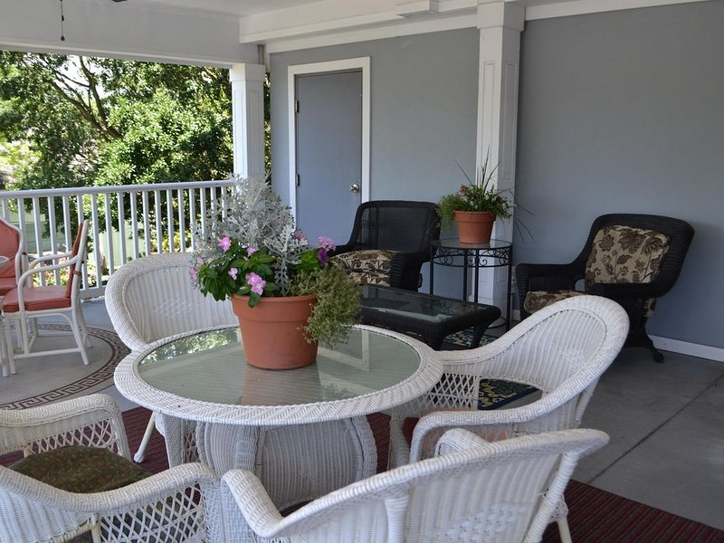 PET FRIENDLY rooms available, short walk to Historic Beaufort Waterfront, location de vacances à Harkers Island