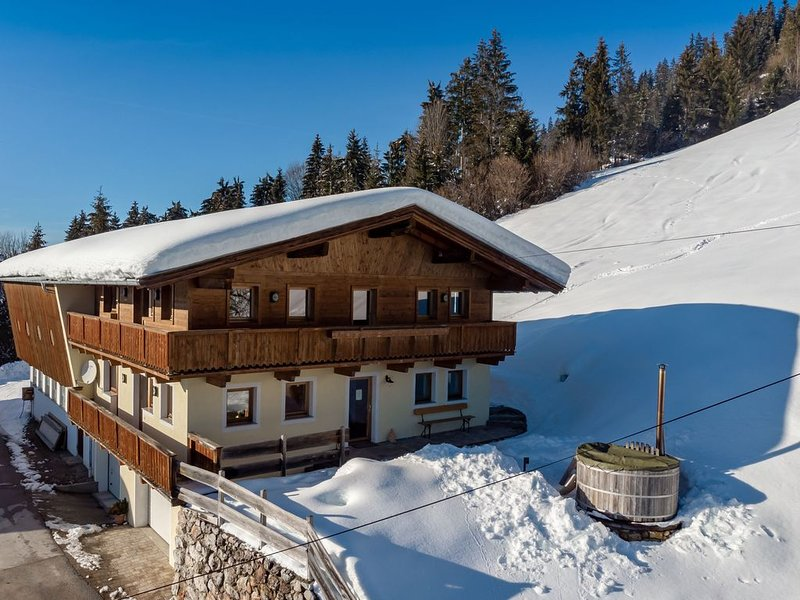 Gorgeous Chalet with Jacuzzi in Tyrol, vacation rental in Hopfgarten im Brixental