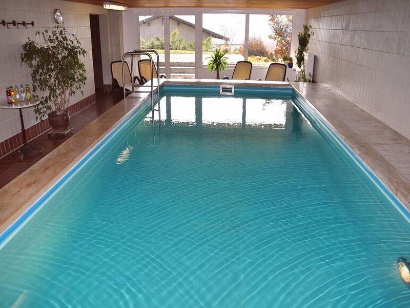 Apartment mit 95m2, Balkon & großer Küche bietet Platz für 6 Pers., holiday rental in Tresdorf