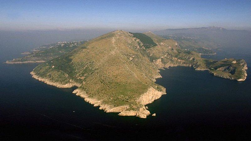 24 Sorrentine peninsula