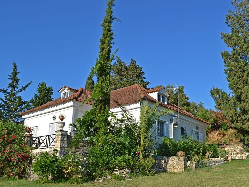 Elegant Villa, now with shared POOL - Ideal for relaxing Holidays!, vacation rental in Kalamaki