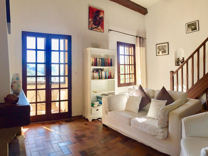 Maison de vacances familiale avec superbe vue lac, proche  du port, de la plage, holiday rental in Alpes-de-Haute-Provence
