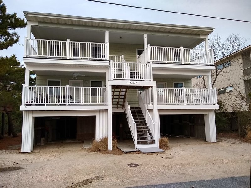 Cozy Beach Condo 3rd House From Ocean!, holiday rental in Bethany Beach