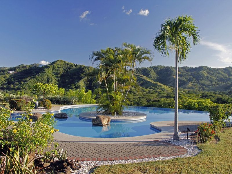 Mountain View, Infinity Pool - 2 Bed 2 Bath Condo in Ocotal, casa vacanza a Coco