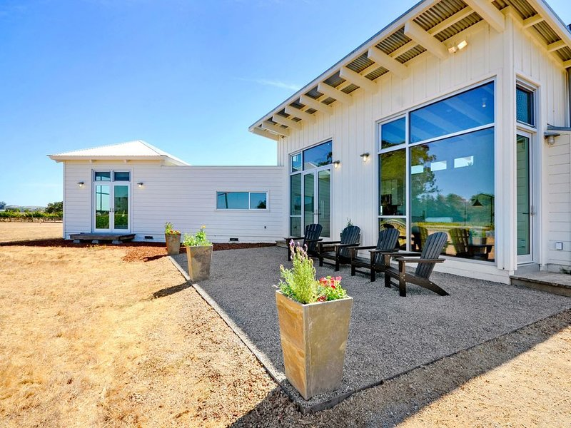 Sonoma-Napa Wine Country retreat. Surrounded by vineyards, views, & privacy, vakantiewoning in Vineburg