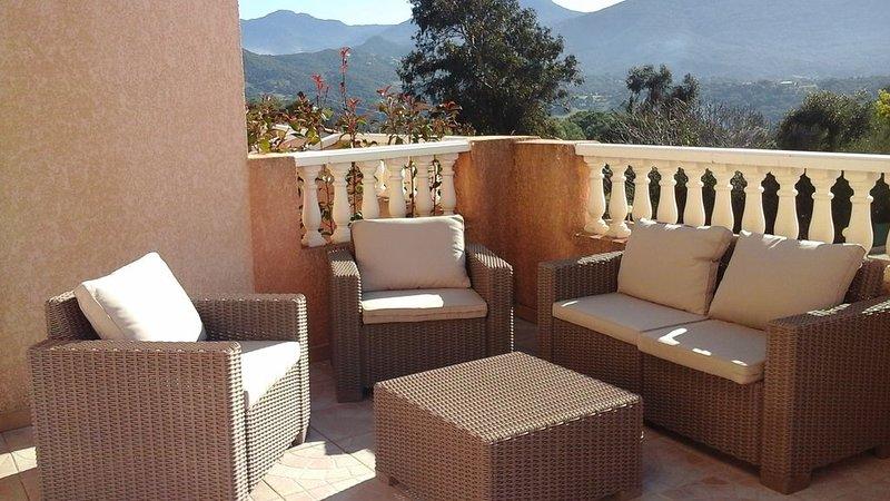 Appartement dans villa avec grande terrasse et vue montagne, holiday rental in Eccica-Suarella