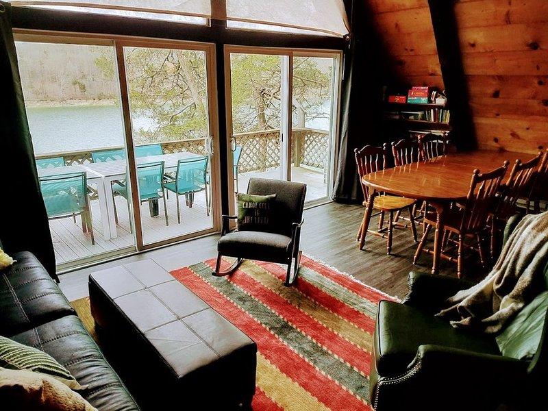Cozy Treehouse Cabin, alquiler de vacaciones en Sharps Chapel