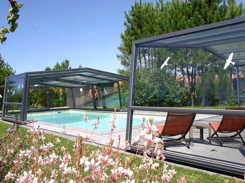 Agréable maison plein sud, environnement calme et boisé, proche lac, piscine, vacation rental in Lacanau