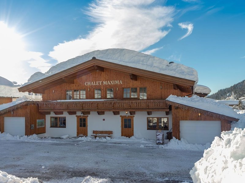 High quality and cozy apartment, directly on the slopes and near the 'Pill, vacation rental in Lofer