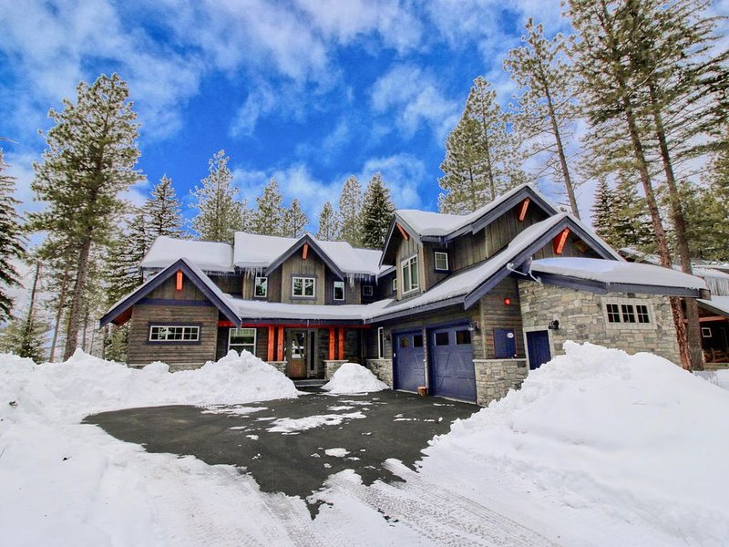 Must See New Suncadia Estate! Home Office | On the Golf Course w/Hot Tub!, casa vacanza a Cle Elum