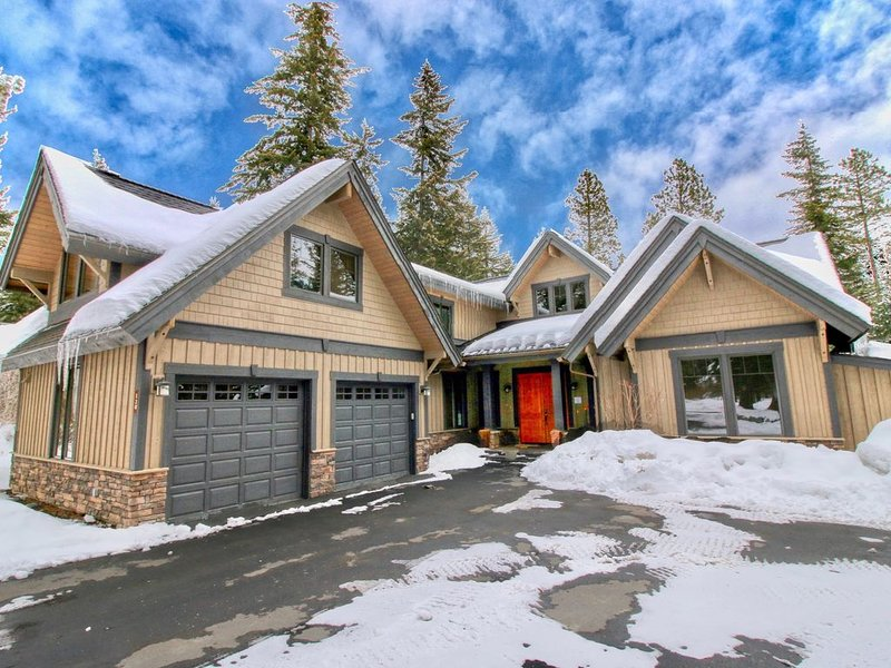 Luxurious Buttercup Manor in Suncadia! Game Room | Hot Tub | Up to 33% Off!!, casa vacanza a Cle Elum