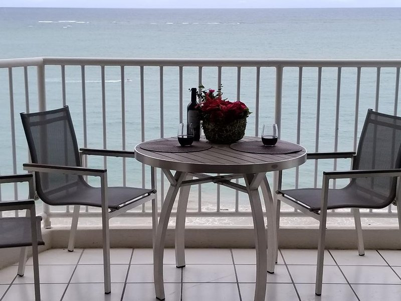Panoramic Ocean View Condo with Large Private Pool, holiday rental in Isla Verde