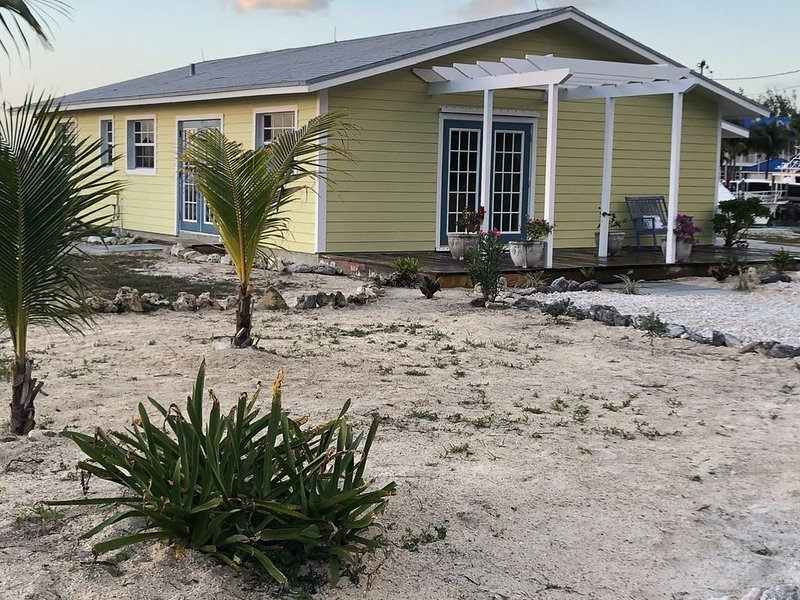 Waterfront, Family Friendly, Bahamian Retreat with Dock, holiday rental in West End
