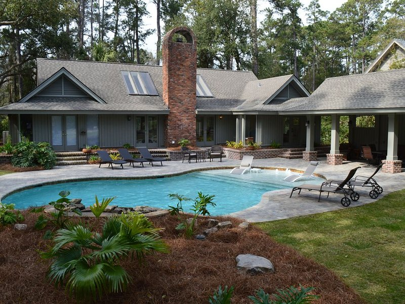 New Renovation! Pool heat included Spring and Fall!** Bikes included!, alquiler vacacional en Daufuskie Island