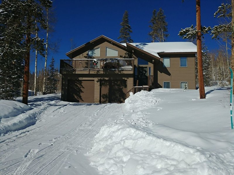 Summit County Cabin with beautiful mountain views and near 5 ski resorts!, alquiler de vacaciones en Wildernest