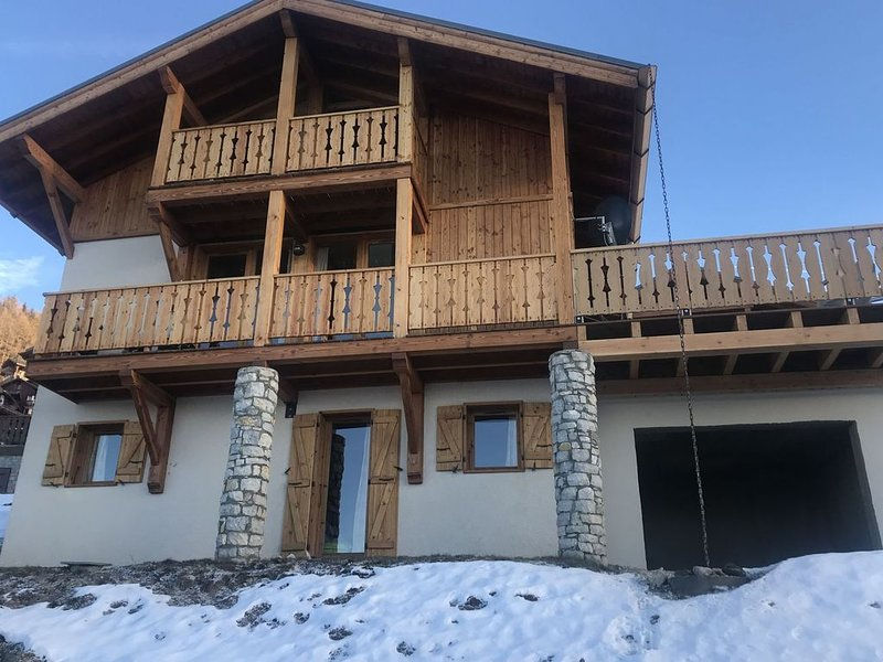 The chalet are is situated 300m from the village centre of Vallandry., casa vacanza a Vallandry