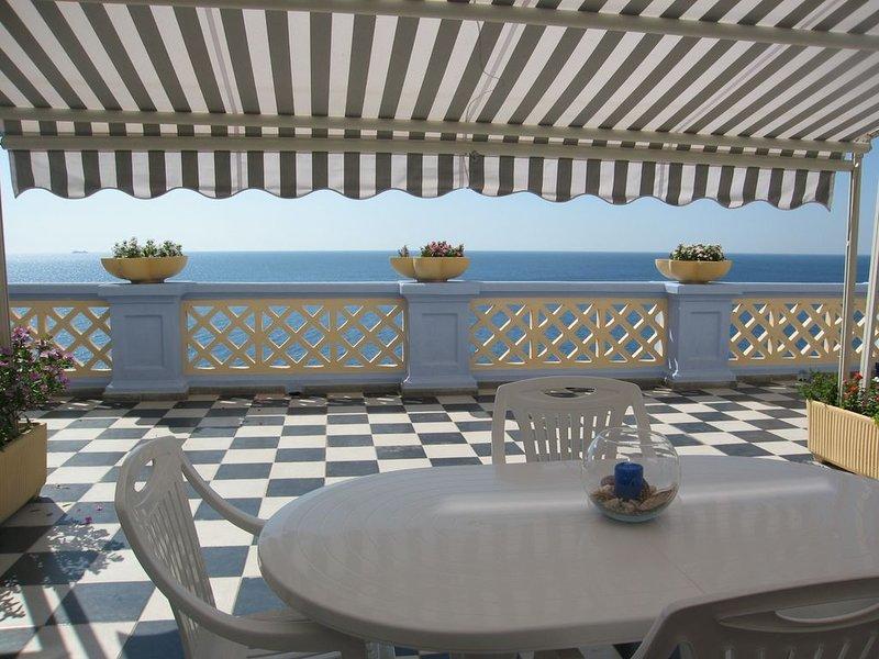 Appartamento in uno stabile signorile del 1920 con discesa privata al mare, holiday rental in Santa Cesarea Terme