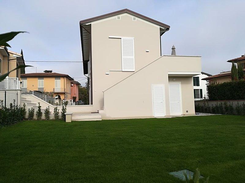 Appartamento Elegante, A/C, giardino, barbecue, WiFi, lavatrice e microonde., vacation rental in Santa Croce Sull'Arno