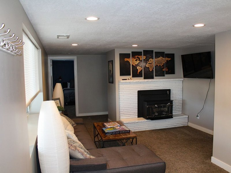 Gorgeously Remodeled MIL Apartment with Hottub & Incredible City View, casa vacanza a Cottonwood Heights