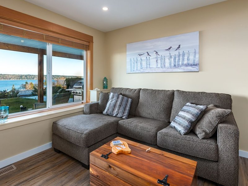 Pier View Suite, Stunning Ocean View., holiday rental in Quathiaski Cove