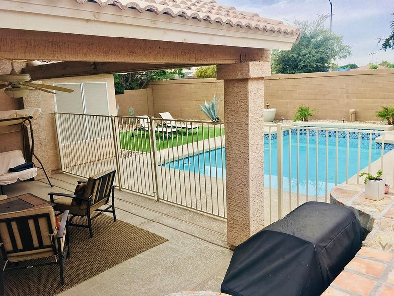 Vacation Safe in Sanitized Home With Private Gated Pool in Updated Luxury Home!, holiday rental in Peoria