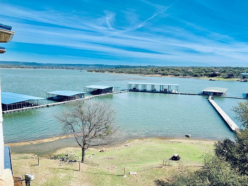 UNIT 1311 3 Bed 2.5 Bath on Lake Travis, vacation rental in Briarcliff