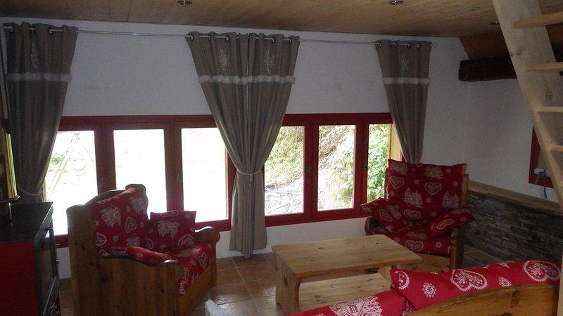 Appartement entre lac et montagne proche Annecy, holiday rental in Lescheraines