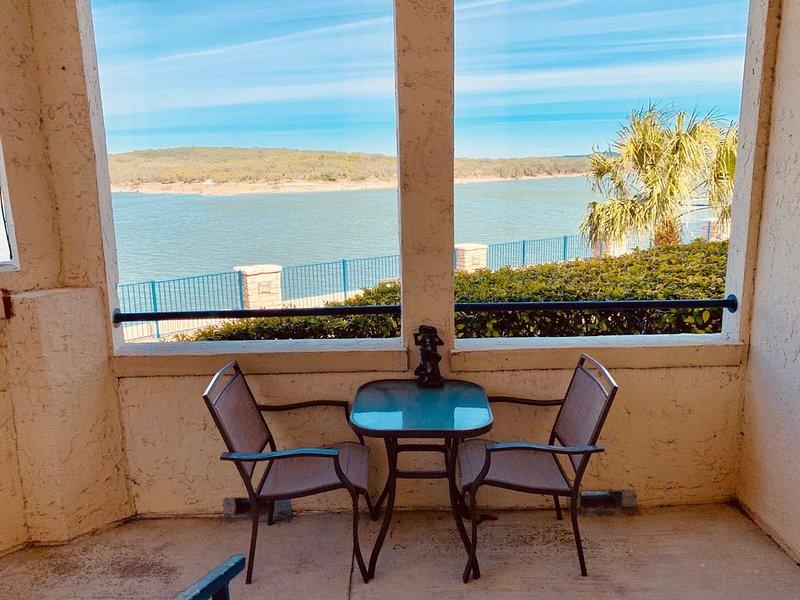 UNIT 1121 Water View of Main Lake 1 Bedroom 1 Bath Villa w/WiFi, casa vacanza a Lago Vista