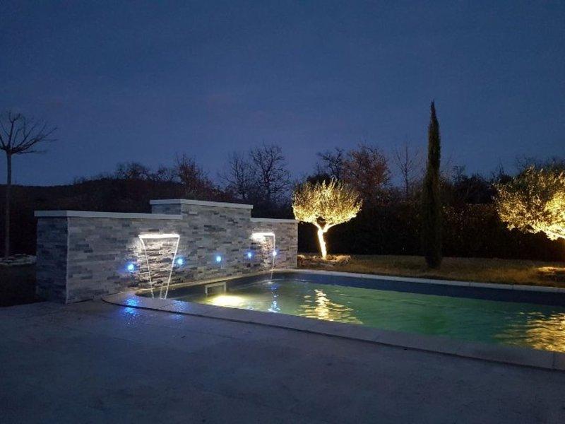Villa avec piscine privée dans le Lubéron, holiday rental in Roussillon
