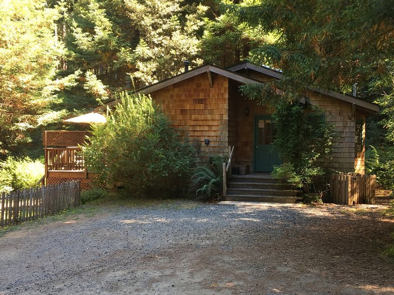 Quiet Cottage Ten Minutes from Mendocino and the Beach, alquiler de vacaciones en Mendocino