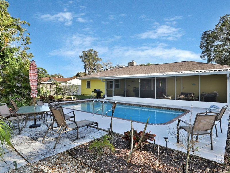 Dog-friendly, renovated home w/ outdoor pool, patio and screened lanai, alquiler de vacaciones en Terra Ceia