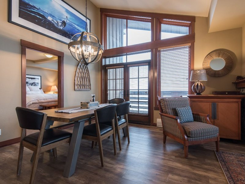 Squaw Valley Village 2BR Luxury Condo With Squaw Mountain Views, alquiler de vacaciones en Olympic Valley