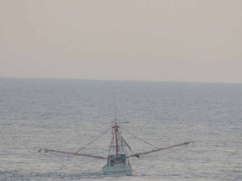 Siempre es agradable ver un barco de pesca en el océano!