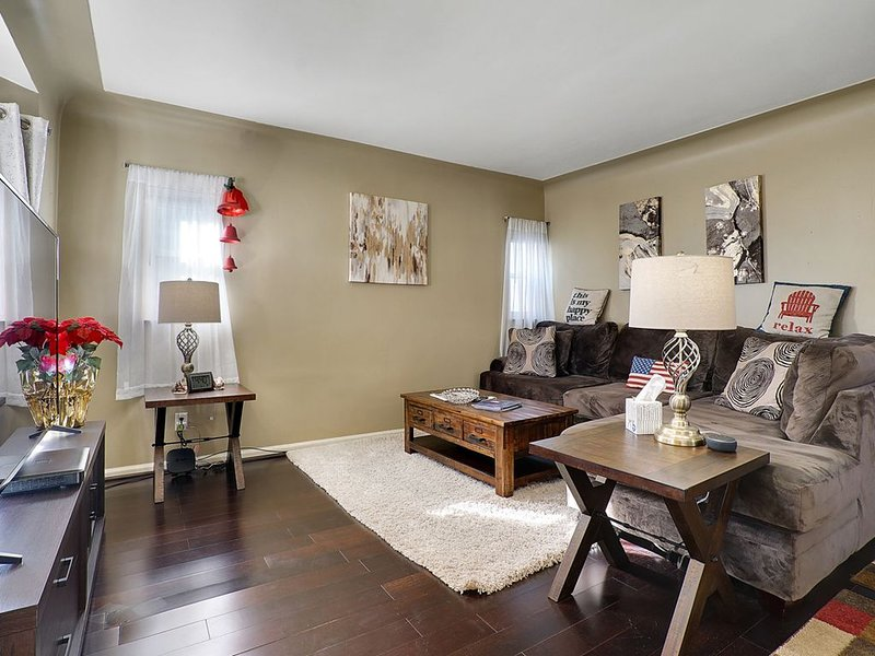 Super Cute & Neat Home of Yours in Ferndale, vacation rental in Harper Woods
