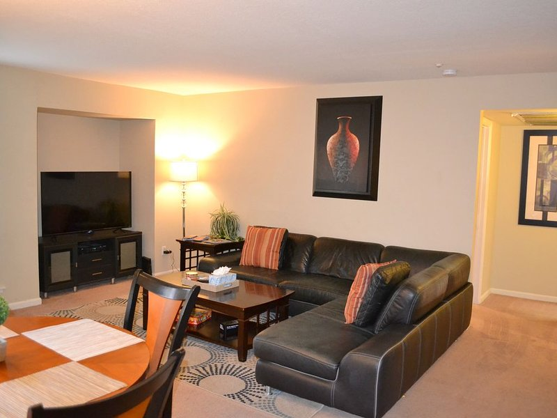 Upgraded Condo For Your Getaway or Business Stay, vacation rental in Tempe
