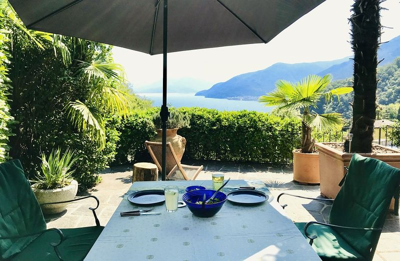 Relaxing holidays with gorgeous lake view - design interior & Luxury Bathroom, vacation rental in Brissago