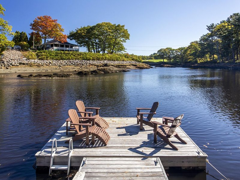 Gorgeous River View Walk to Kennebunkport & Beach/ Relax by Fireplace, holiday rental in Kennebunk